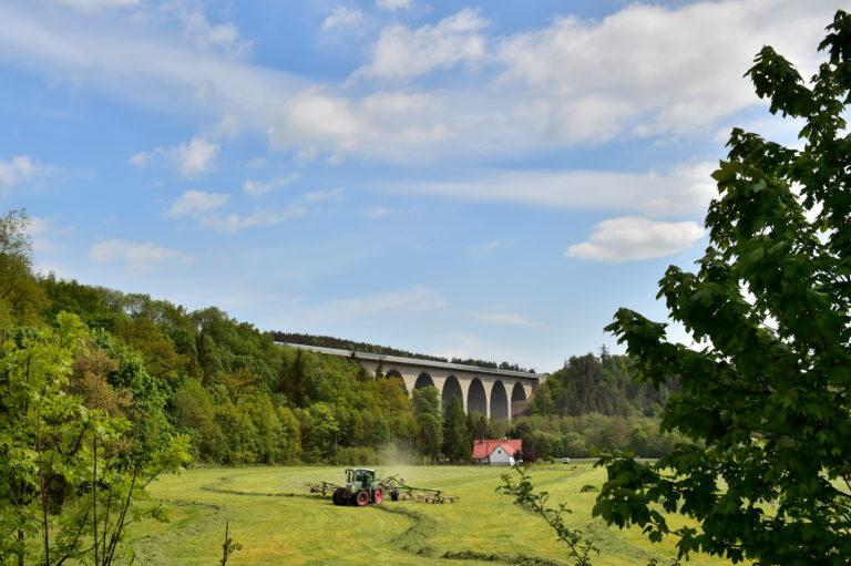 Vogtländisches Mühlenviertel und Gebiet um den Burgstein. Im Bild: Autobahnbrücke Pirk. Foto: Andreas Wetzel